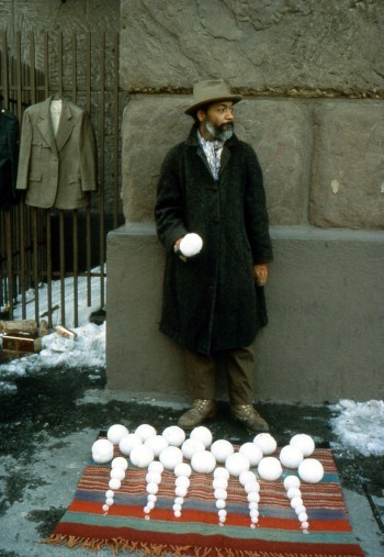 David Hammons, Bliz-aard Ball Sale (1983)