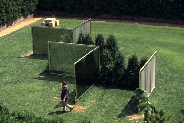 02-dan-graham-two-way-mirror-punched-steel-hedge-labyrinth-1994-1996.jpg