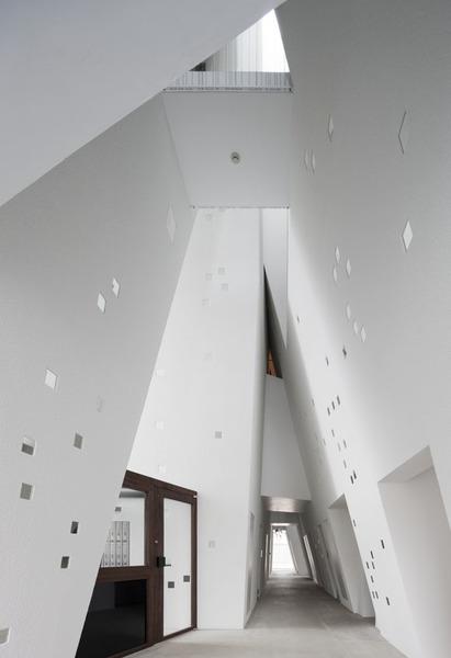 One-Roof-Apartment-by-Akihisa-HIrata-Yoshihiko-Yoshihara02.jpg