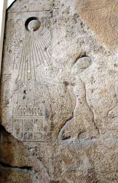 akhenaten-praying-to-the-Aten.jpg