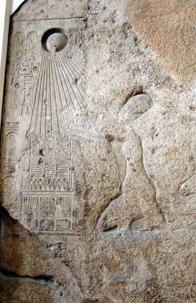 akhenaten-praying-to-the-Aten.jpg