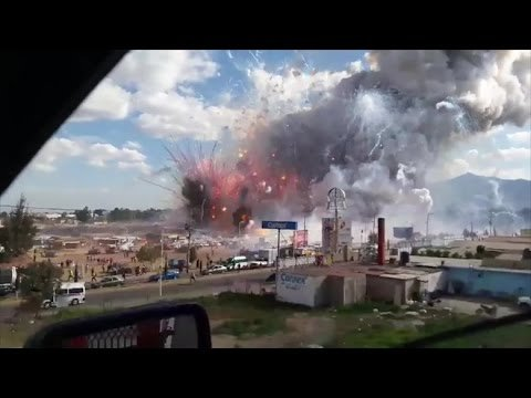 A gigantic fireworks explosion caused a huge blast at a Mexican fireworks market in Tultepec, Mexico on Tuesday. Pyrotechnics are a major industry in Tultepec, which is about 40 kilometers (about 25 miles) north of Mexico City. Subscribe to RAW LEAKS for more RAW VIDEOS!