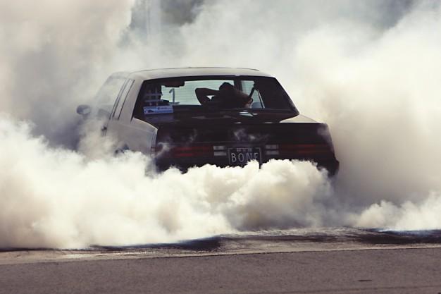 smoke-car_434-19316138.jpg