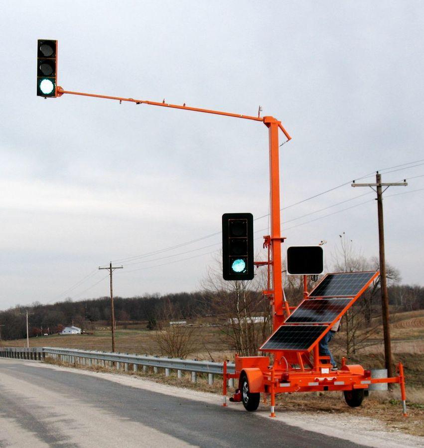 sx7500-portable-traffic-signal-in-use.jpg