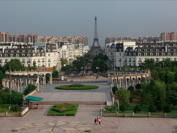 a-few-hours-outside-of-shanghai-youll-come-across-tianducheng-a-wannabeparisthat-features-a-354-foot-replica-of-the-eiffel-tower-however-despite-being-surrounded-by-a-residential-area-designed-to-accommodate-10000-people-the-copycat-city-is-largely-empty.