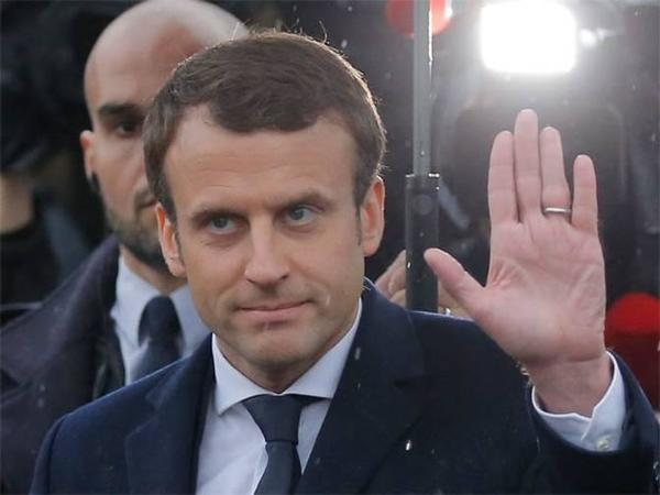 Emmanuel Macron Wave