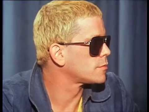 In August 1974, Lou Reed arrived in Sydney, Australia, at the start of a tour of the country. Always an awkward interview subject, Lou manages to answer all the many and varied questions of the media throng. ABC ID: PNS1175
