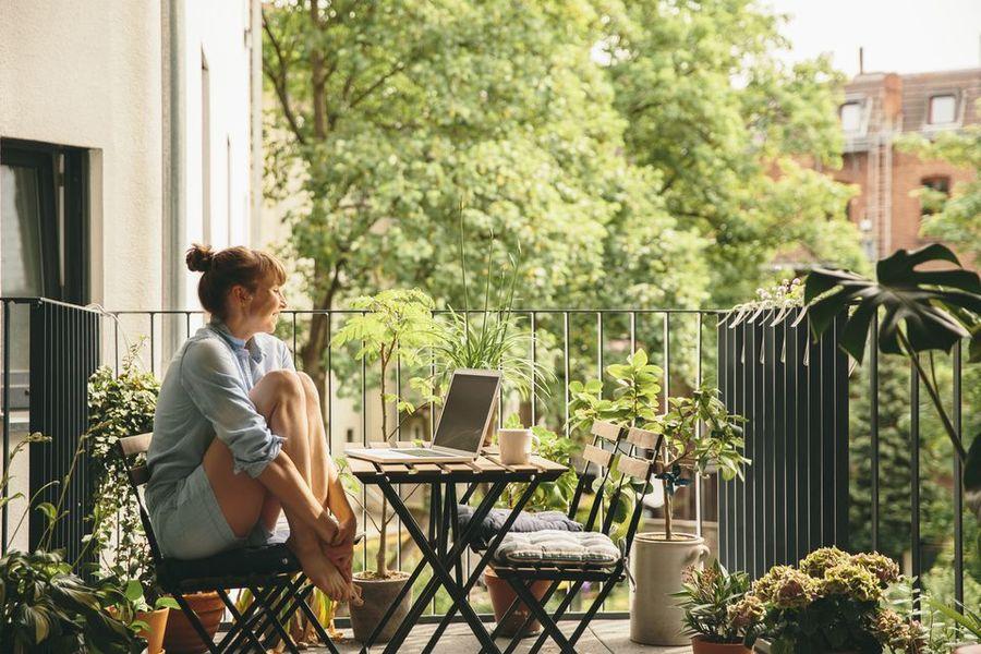 Balcony-garden-GettyImages-578187565-58f6da853df78ca159a0836f.jpg