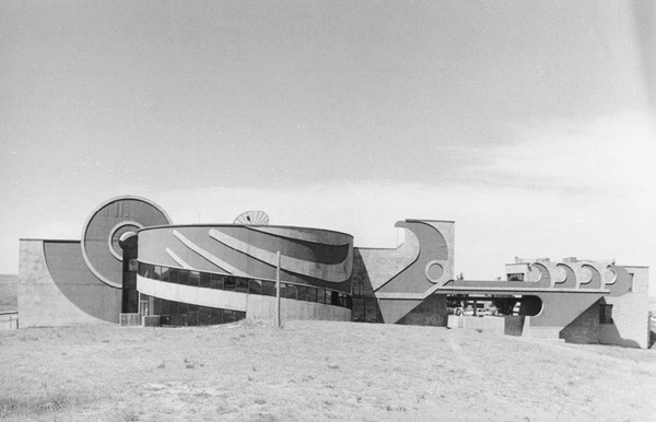 Oglala Lakota College, Piya Wiconi Building, Pine Ridge Reservation, South Dakota. Hodne-Stageberg, architects