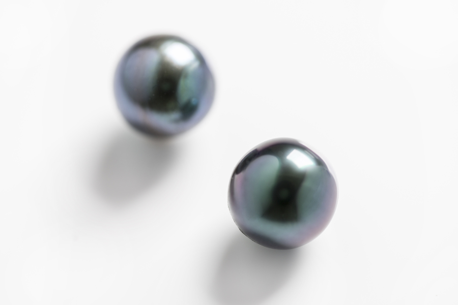 The-true-black-pearls-Peacock-Tahitian-pearls-from-Zylana.jpg