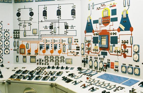 Nuclear_Ship_Savannah_-_Reactor_Control_Room_-_Center_and_Left_Panels.jpg