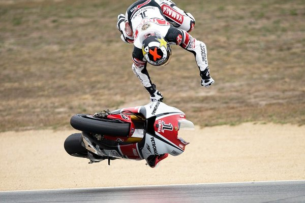 jorege-lorenzo-crashes-at-laguna-seca-motogp.jpg