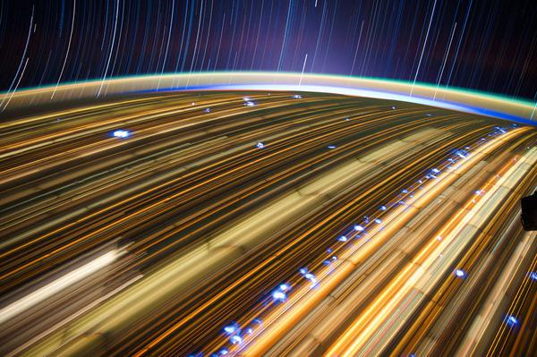 02-Don-Pettit-star-trails_905.jpg