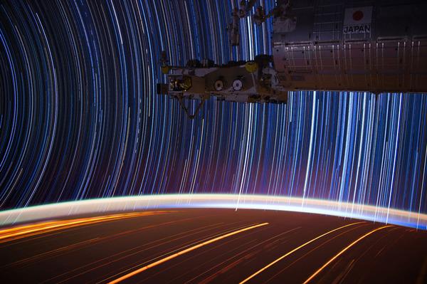 08-Don-Pettit-star-trails_905.jpg