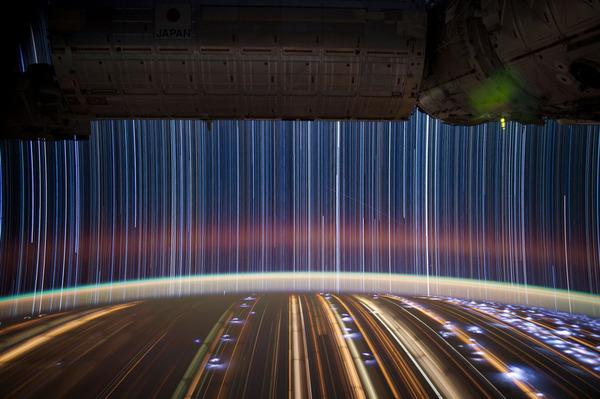 01-Don-Pettit-star-trails_905.jpg