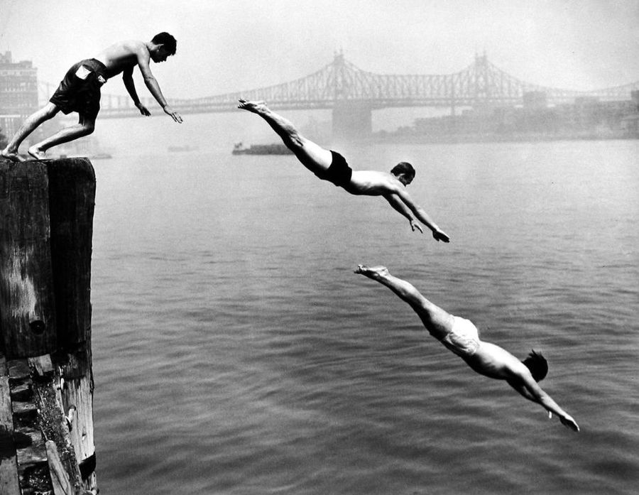 DIVERS-EAST-RIVER-NEW-YORK-1948-by-ARTHUR-LEIPZIG-BHC1671.jpg