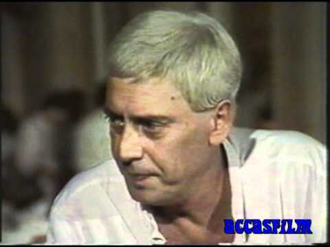"""Carmelo Pompilio Realino Antonio Bene (1937 -- 2002) è stato un attore, drammaturgo, regista, scrittore e poeta italiano, considerato uno degli artisti più poliedrici nella storia del teatro mondiale. In questa breve clip tratta da """"Speciale Venezia XL"""" del 1983 Carmelo Bene parla del cinema, della mostra e degli spettatori con la solita arguzia."""