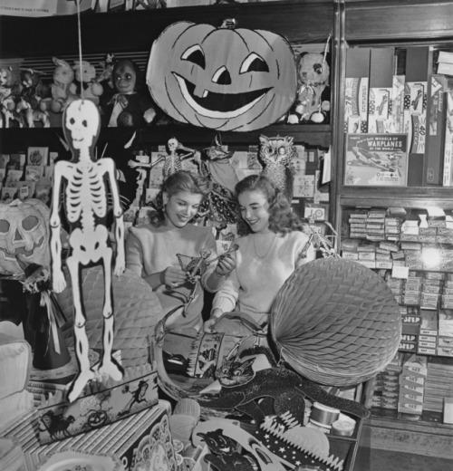 tapemaker:Vintage Halloween shopping vib...