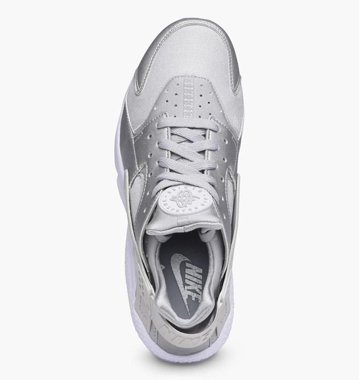 nike-air-huarache-run-premium-704830-008-metallic-silver.jpg