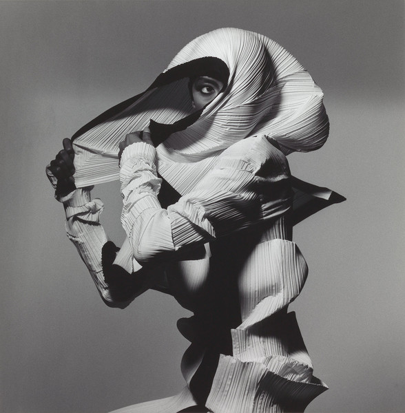 Irving Penn, Issey Miyake Fashion: White and Black, New York, 1990