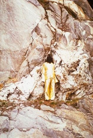 James Lee Byars, A Drop of Black Perfume (1983)