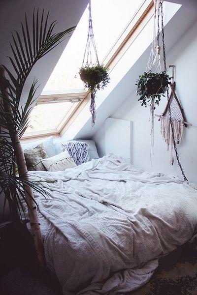 9b5a2d56981bd81bdb081f9e4233e34f-cozy-bedroom-bedroom-inspo.jpg