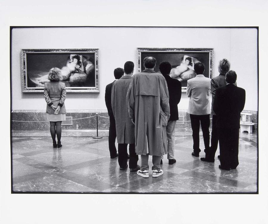 essay on elliott erwitt Elliott erwitt is up there the minute i saw the photo below i knew it was the one to examine for the essay, for reasons that i will save until the essay itself.