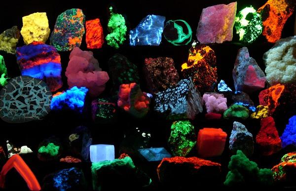 Fluorescent_minerals_hg.jpg