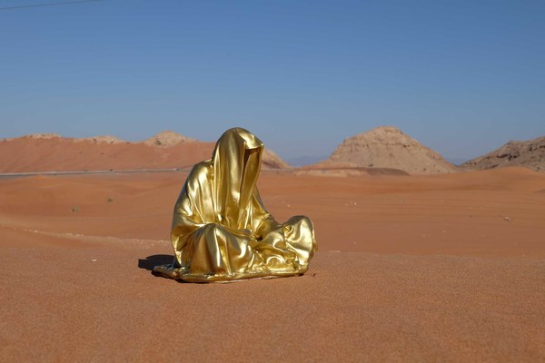 dubai-emirates-big-red-dessert-guardians-of-time-manfred-kielnhofer-contemporary-art-modern-design-lifesize-sculpture-statue-bronce-plastic-9449.jpg
