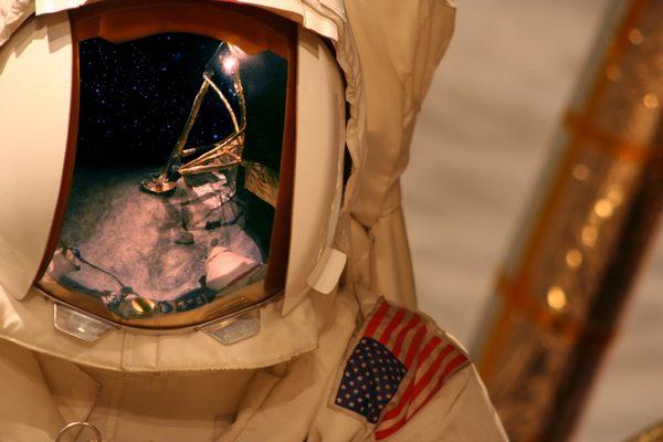 spacesuit-astronaut-e1512325247136.jpg