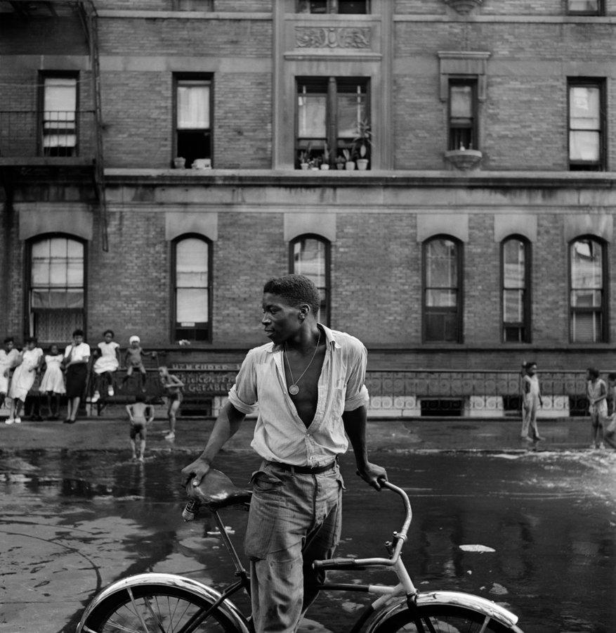 Untitled. Harlem, N.Y., 1948 by Gordon Parks