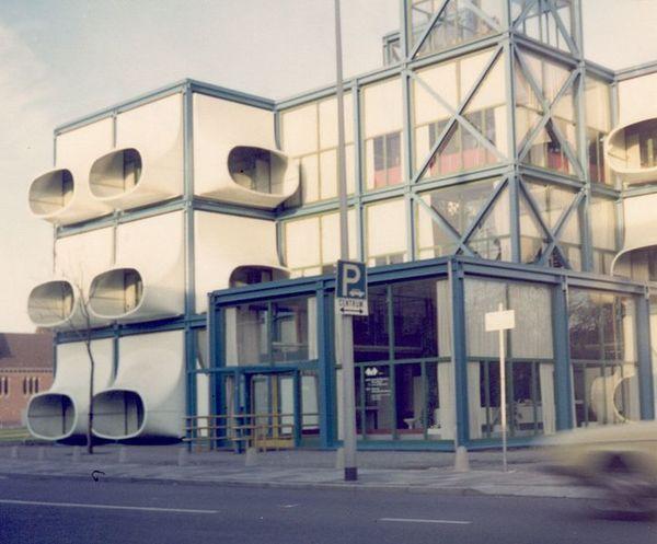 724px-AZM_gebouw_1976_voorz.jpg