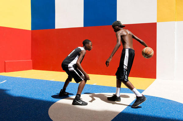pigalle-creates-a-colorful-basketball-court-between-paris-apartments-05_nt2p44.jpg