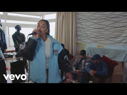 Listen to 'On My Mind' - http://smarturl.it/JorjaSmithOnMyMind Video credits: Director - Hector Dockrill Producer - FAMM / Pulse Films Track credits: Performed by Jorja Smith - https://www.instagram.com/jorjasmith_ Produced by Preditah- https://twitter.com/Preditah Mixed/Mastered by Engine Earz - https://twitter.com/EngineEarz And a shout out to Kurupt FM!