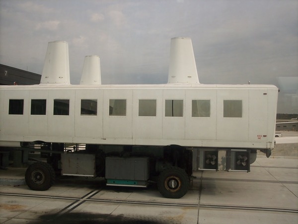 Washington Dulles Airport Mobile Lounge, Eero Saarinen