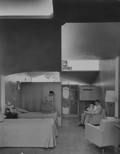 Victor-Lundy-Warm-Mineral-Springs-Motel-3.jpg