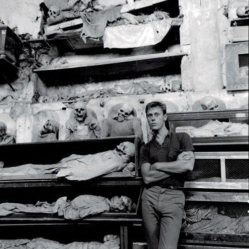 Peter-Hujar-Thek-in-the-Palermo-Catacombs-II-1963.jpg