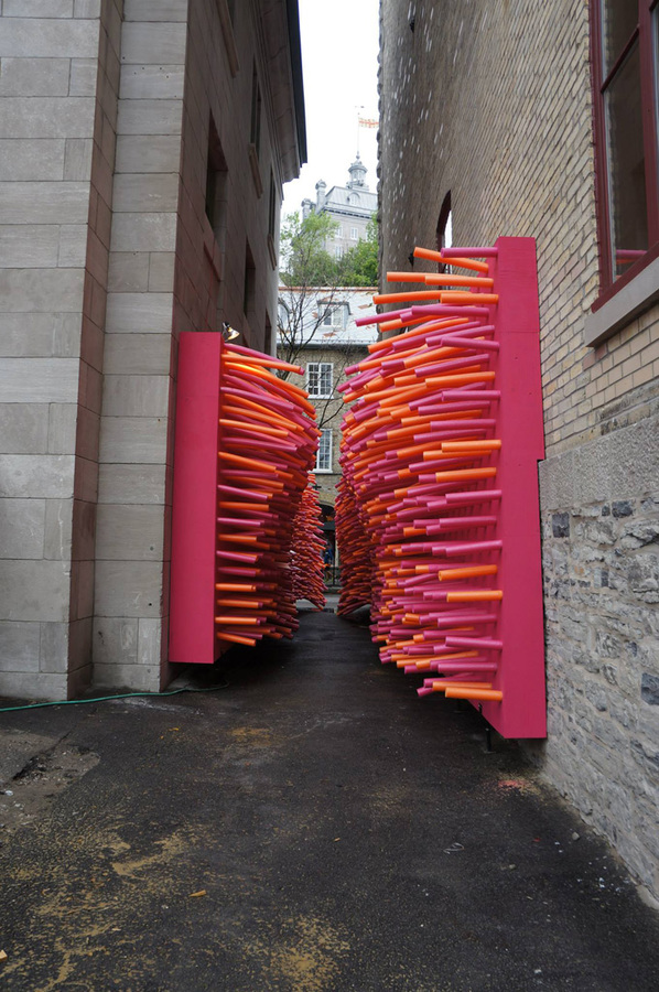 7-hundreds-of-pool-noodles-invade-an-abandoned-alley-in-quebec-city-for-the-delirius-frites-installation-created-by-creative-collective-les-astronautes-the-installation-creates-a-total-environment-tha.jpg