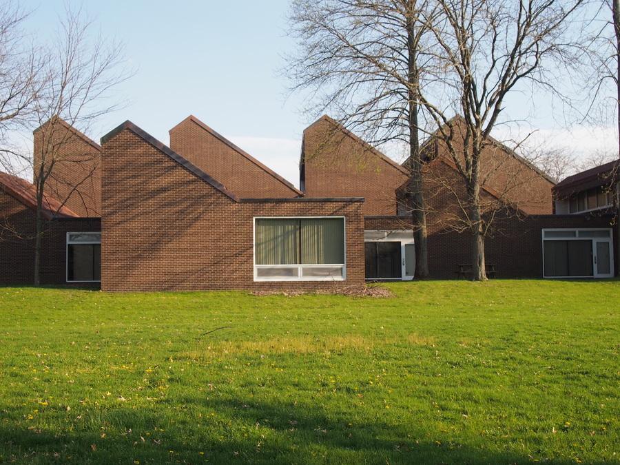 Richards Elementary, Edward Larrabee Barnes, 1965