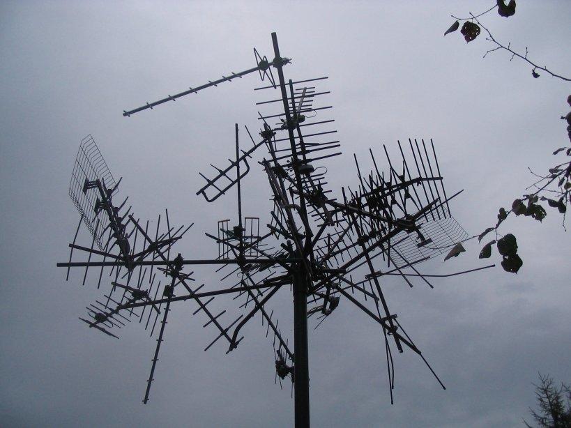 antenna_art_loch_lommand_scotland_10-11-2006.jpg