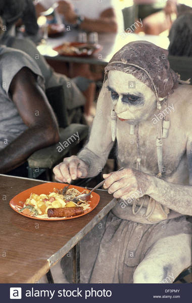 lunch-time-set-of-the-quest-for-fire-by-jean-jacques-annaud-magadi-DF3PMY.jpg