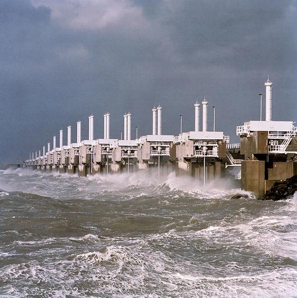 598px-Oosterscheldedam_storm_Rens_Jacobs.jpg