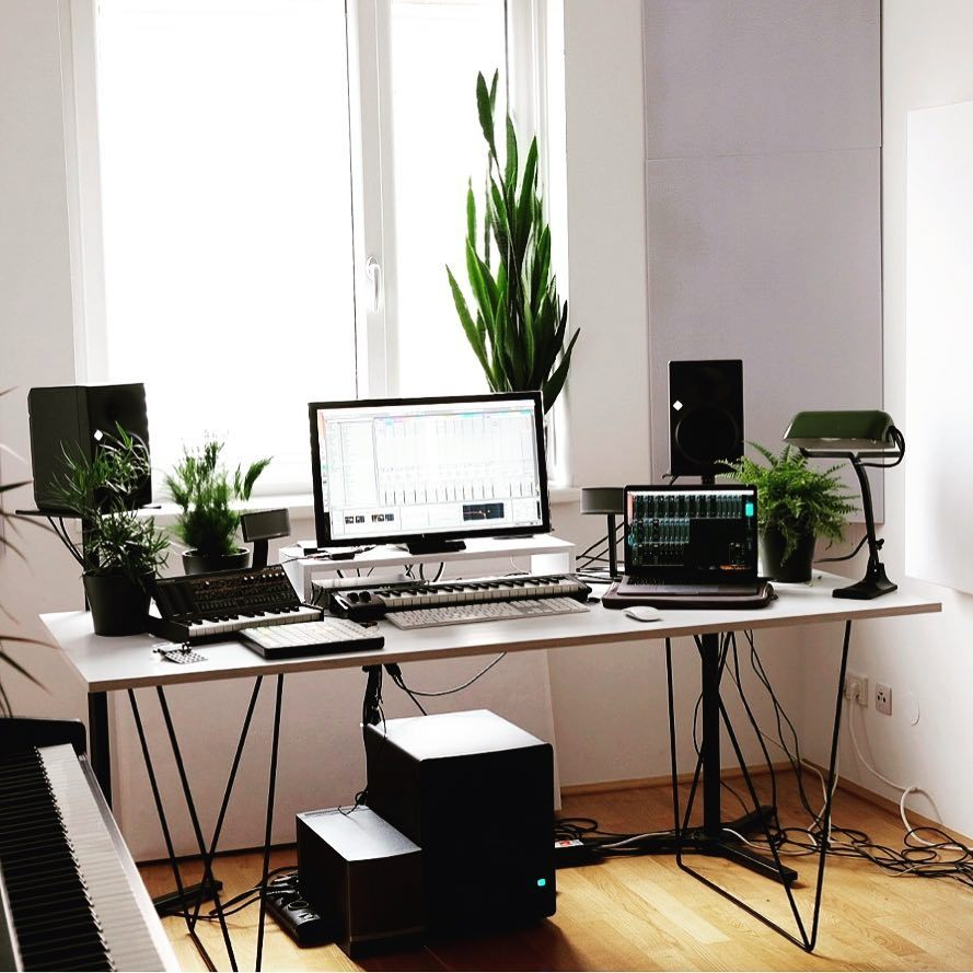 Another gem. This time from our customer Fabian. Thanks a lot! #homeoffice #homestudio #music #musician #graz #table #tabletop #tablelegs #blackandwhite #greenery