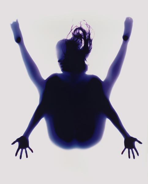rob-and-nick-carter-yoga-photogram-designboom-02.jpg