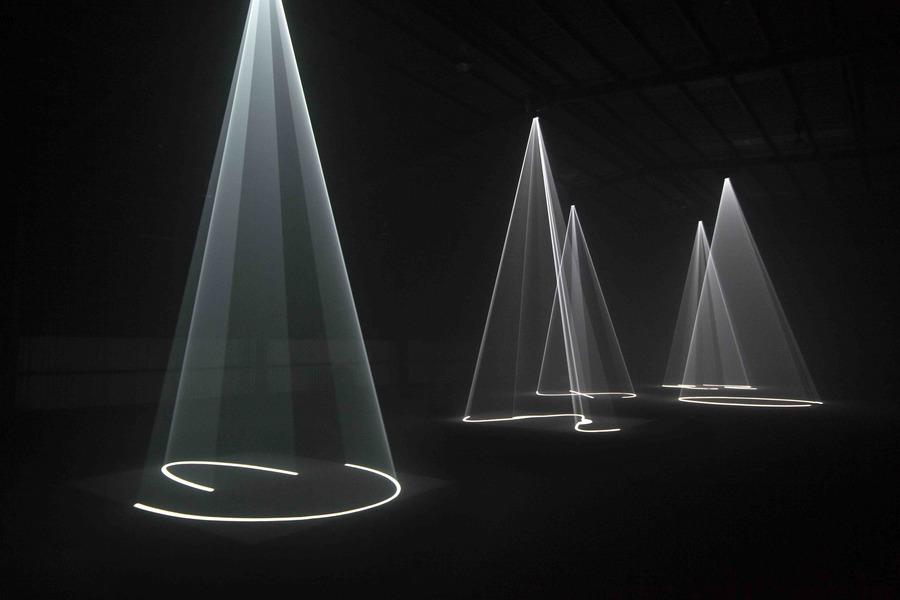 Compressed-Anthony-McCall-Solid-Light-Dark-Mofo-2015-1.jpg