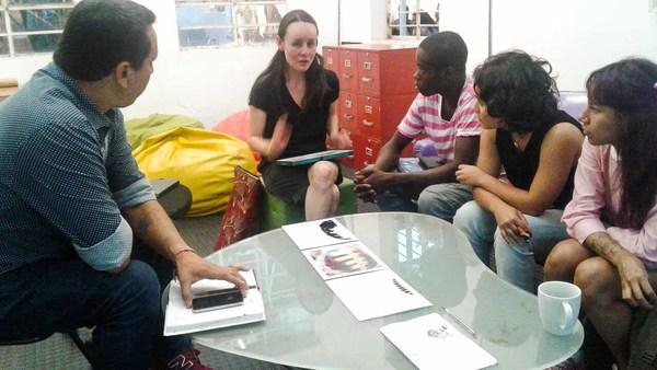 Rencontre de Laura Quiñonez avec l'equipe de recherche Litoralidades à Lugar a Dudas, Cali-Colombie. 7 février 2018.  Photo avec l'aimable autorisation d'Henry Salazar et de Litoralidades.