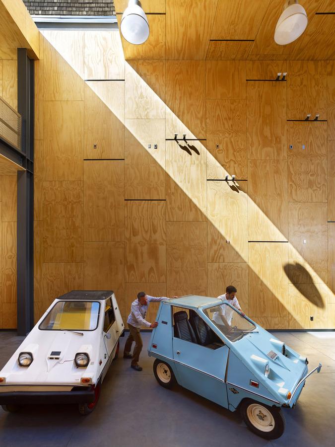 7_INTERSTICE_ARCHITECTS_MINNA_INTERIOR_CARS.jpg