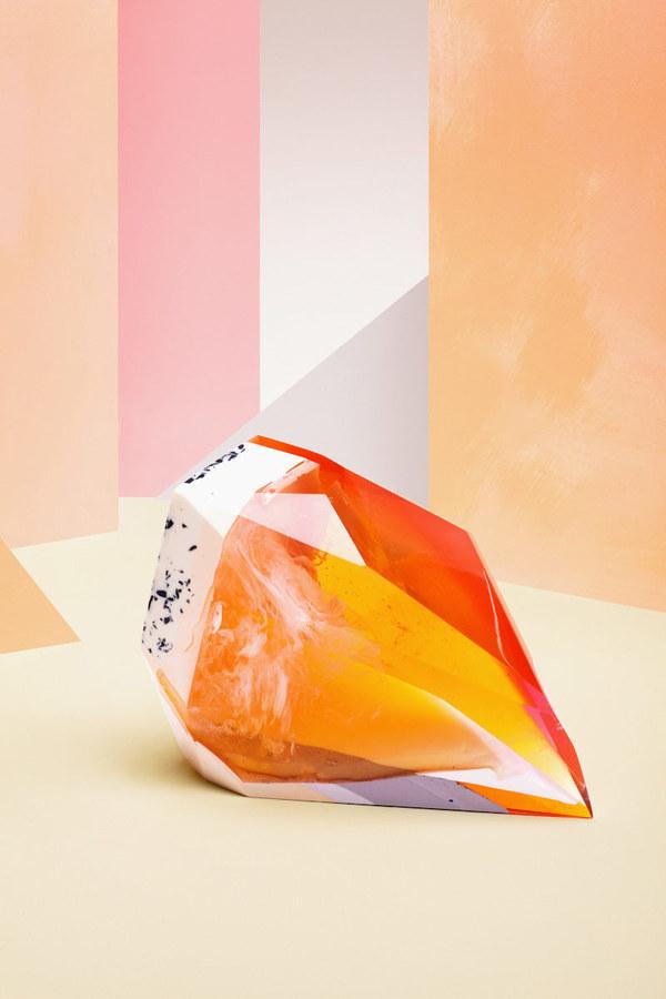 perfumes-zetteler-ilka-Franz-color-colourful-experimental-art-triangular-shapes-sculptures-minimal-design-graphic-design-mindsparkle-mag-6.jpg