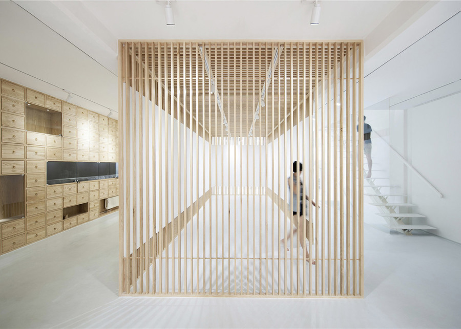 Folding-Screen_Rongbaozhai-Western-Art-Gallery_Arch-Studio_dezeen_1568_8.jpg