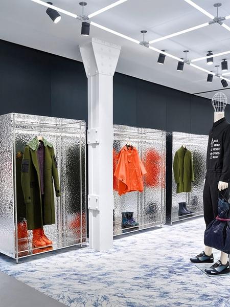 Kenzo-Store-Renewal-by-Carol-Lim-Humberto-Leon-Milan-Italy-03.jpg